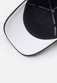 Armani Exchange - BASEBALL HAT - Cap - white/navy - 3