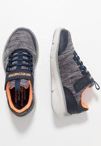 Skechers - EQUALIZER 3.0 - Tenisky - navy/gray/orange - 0