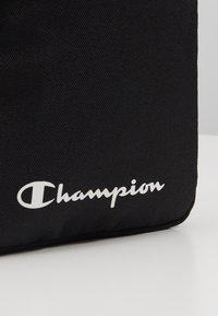 Champion - LEGACY MEDIUM SHOULDER BAG - Axelremsväska - black - 2