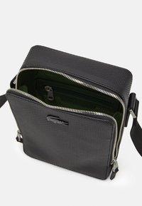 Lacoste - CHANTACO - Across body bag - noir - 2