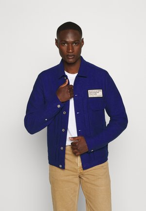TRUCKER JACKET WITH CHEST BADGE - Korte jassen - yinmin blue