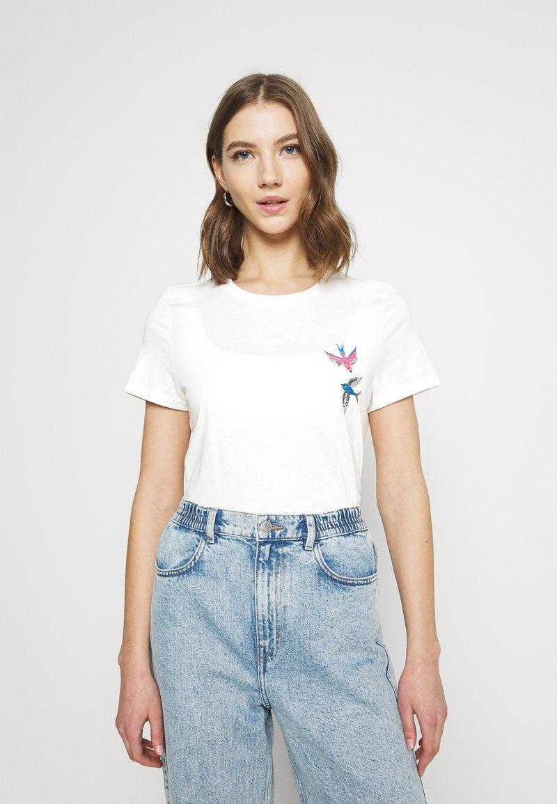 Vero Moda - VMMILIZAFRANCIS  - T-shirts med print - snow white