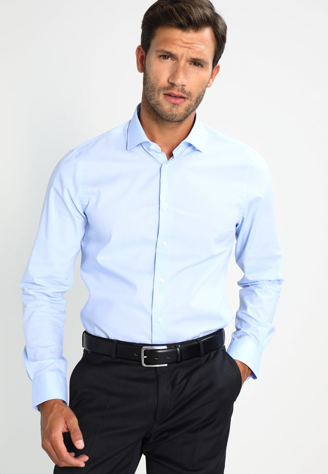 SLIM FIT - Finskjorte - blue