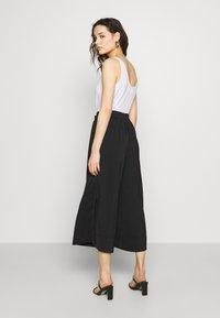 Second Female - MINGA NEW TROUSERS - Kalhoty - black beauty - 2