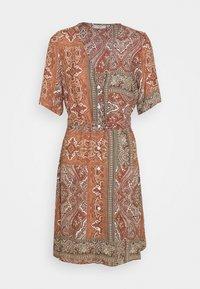 Minimum - SOLALLY DRESS - Vapaa-ajan mekko - picante - 4