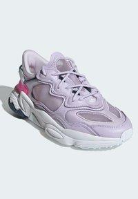 adidas Originals - OZWEEGO LITE W - Trainers - purple - 2