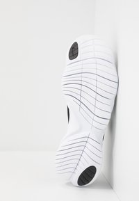 Nike Performance - FREE RN 5.0 2020 - Scarpa da corsa neutra - black/white/anthracite - 4