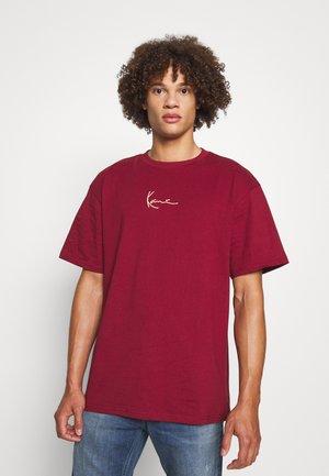 SMALL SIGNATURE TEE UNISEX - Basic T-shirt - dark red