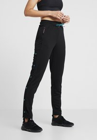 ONLY Play - ONPEVE PANTS - Pantalones deportivos - black/shaded spruce/flame scar - 0