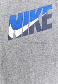 Nike Sportswear - GRAPHIC ROMPER - Jumpsuit - carbon heather - 2