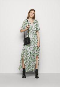 maje - ROCHELLE - Maxi šaty - végétal écru vert - 1
