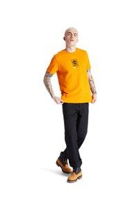 Timberland - SS LOGO PLAY - Print T-shirt - dark cheddar - 1