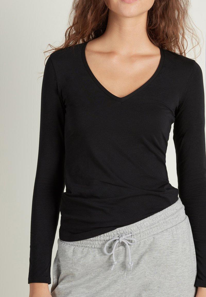Tezenis - MIT V-AUSSCHNITT AUS STRETCH-BAUMWOLLE - Long sleeved top - nero