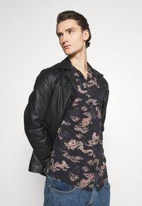 AllSaints - HONGSHAN - Shirt - jet black/grey - 3