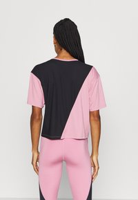 Puma - TRAIN PEARL TEE - Sports shirt - foxglove/black - 2