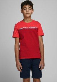 Jack & Jones Junior - Print T-shirt - bittersweet - 0