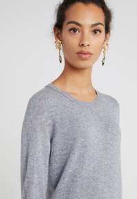 FTC Cashmere - CREW NECK - Sweter - opal grey - 4