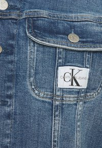 Calvin Klein Jeans - CROPPED JACKET - Denim jacket - denim light - 2