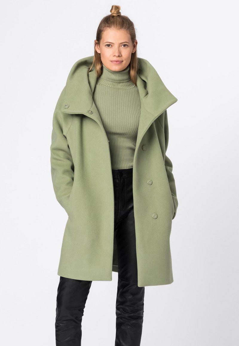 HALLHUBER - MIT VOLUMENKRAGEN - Short coat - lindengrün