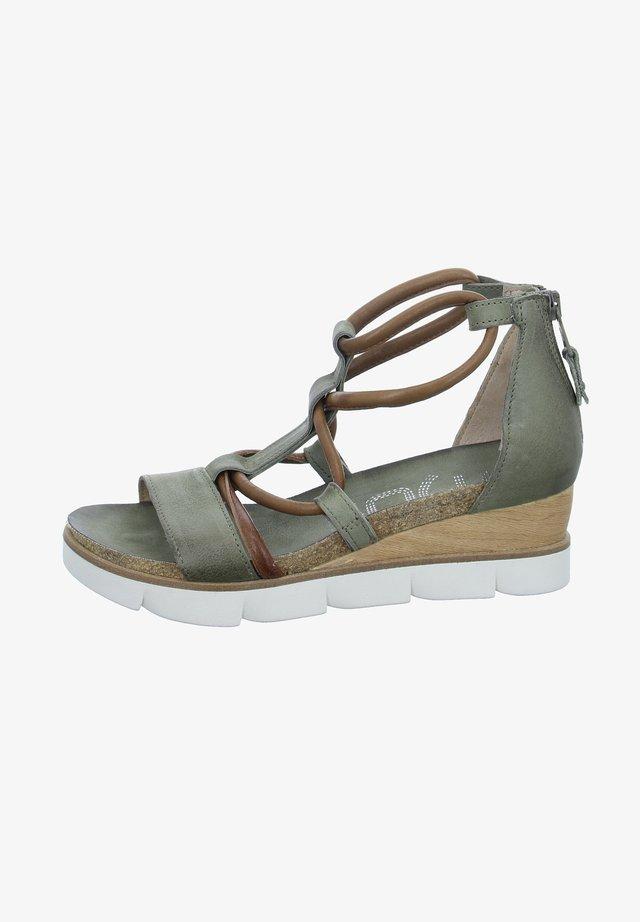 Platform sandals - grün