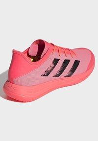 adidas Performance - ADIZERO LIGHTSTRIKE INDOOR SPORTS SHOES - Handball shoes - sigpnk/cblack/coppmt - 4