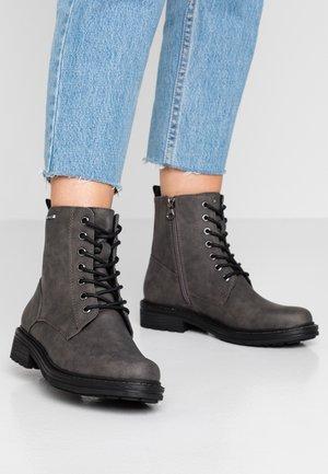 Šněrovací kotníkové boty - coal