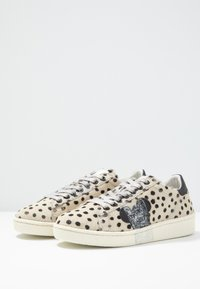 MOA - Master of Arts - Trainers - pois/silver glitter - 4