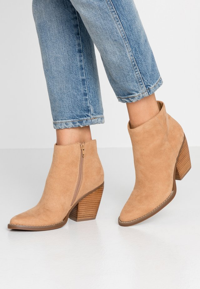 KLICCK - High heeled ankle boots - camel