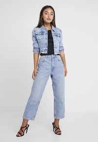 Selected Femme Petite - SLFKATE STRAIGHT MID - Relaxed fit jeans - medium blue denim - 1