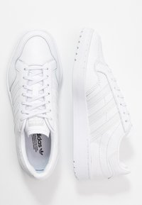adidas Originals - TEAM COURT SPORTS INSPIRED SHOES - Tenisky - footwear white/dash grey - 3