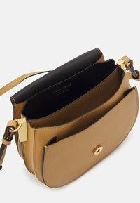 Coccinelle - ARPEGE - Across body bag - warm beige/noir - 2