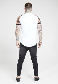 SIKSILK - RAGLAN CURVED - T-shirt print - white - 2