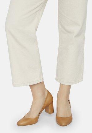 MIGDAL - Classic heels - natural