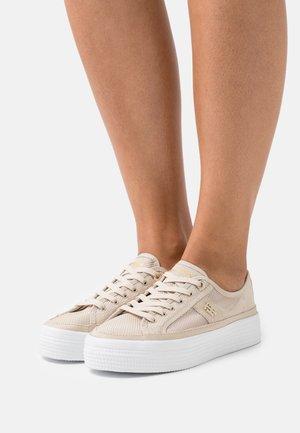 TH MESH VULC SNEAKER - Sneakers basse - classic beige