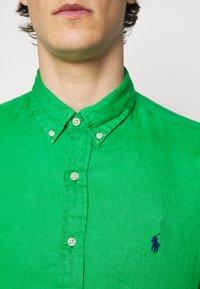 Polo Ralph Lauren - SLIM FIT LINEN SHIRT - Shirt - golf green - 4