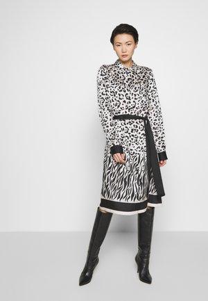 ALICIA MACU - Shirt dress - bianco/nero
