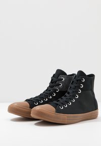 Converse - CHUCK TAYLOR ALL STAR - High-top trainers - black/honey - 2