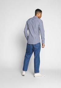 Tommy Jeans - OVERDYE - Shirt - white/twilight navy - 2