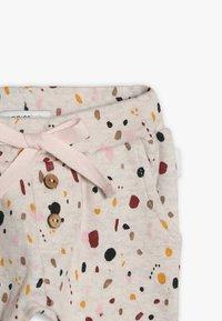 Noppies - PANTS REGULAR CAIRO BABY - Kalhoty - whisper white melange - 4