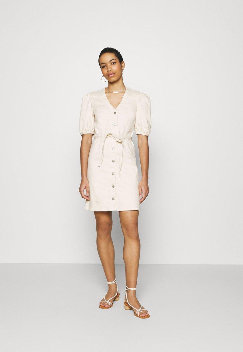 Selected Femme - SLFSOPHIA STAR  - Denim dress - creme