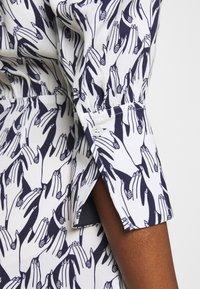 Victoria Victoria Beckham - SCARF NECK SURREAL HANDS TWILL MINI DRESS - Denní šaty - blue - 8