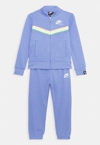 Nike Sportswear - HERITAGE SET - Survêtement - royal pulse - 0