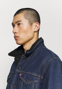 Levi's® - TYPE 3 SHERPA TRUCKER - Kurtka jeansowa - evening - 3