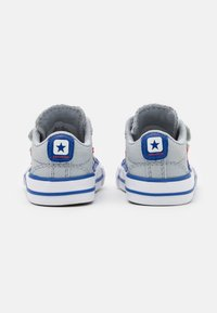Converse - STAR PLAYER UNISEX - Sneakers laag - wolf grey/blue/enamel red - 2
