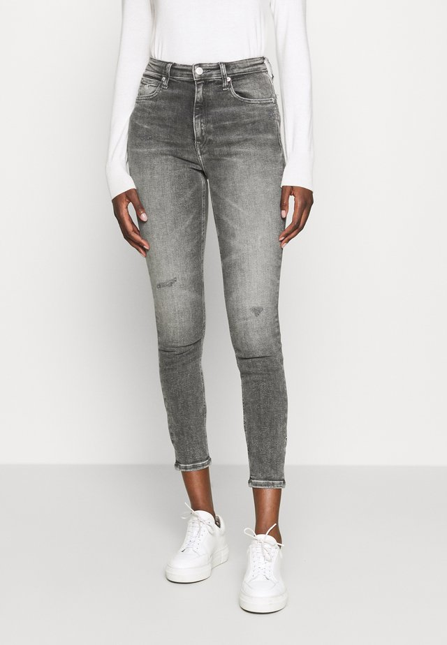 HIGH RISE SKINNY ANKLE - Jeans Skinny Fit - grey embro
