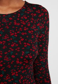 Dorothy Perkins - DITSY FLORAL FIT FLARE - Jerseykjoler - red - 5