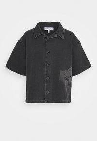 NU-IN - STEFANIE GIESINGER X nu-in SHORT SLEEVE OVERSIZED LASER PRINT DENIM - Button-down blouse - dark grey - 0