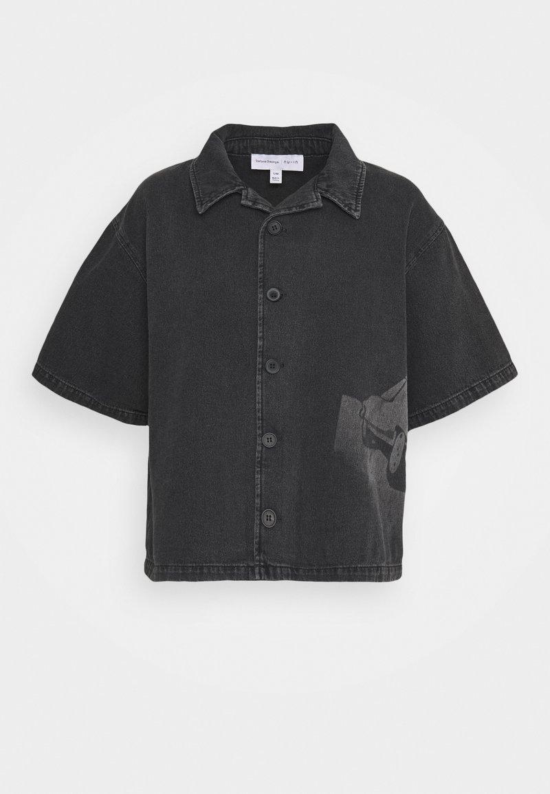 NU-IN - STEFANIE GIESINGER X nu-in SHORT SLEEVE OVERSIZED LASER PRINT DENIM - Button-down blouse - dark grey