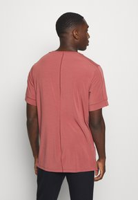 Nike Performance - DRY YOGA - Camiseta básica - claystone red/black - 2