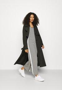 Calvin Klein - LOGO SCOOP MAXI DRESS - Maxi-jurk - black/bright white - 1